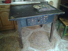 1000 lej fölött vásárolok régi tulipánnal festett asztalokat