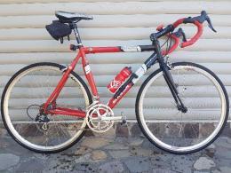 Versenykerékpár és 2 db MTB