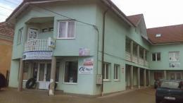 Kiadó Űzlet helyiségek Ditró Központjában