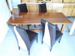 Massziv cserefa asztal 4 db szekkel