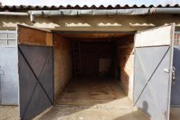 Székelyudvarhelyen a felső Bethlen negyedben garázs