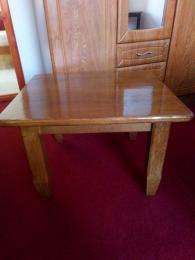 Tölgyfa kicsi asztal